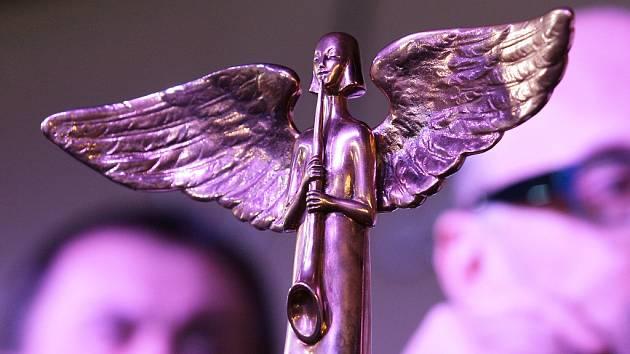 Kdo si odnese sošku anděla v kategorii Folk & Country? Akademici nominovali Radůzu, Karla Plíhala a kapely Zrní a Zhasni.