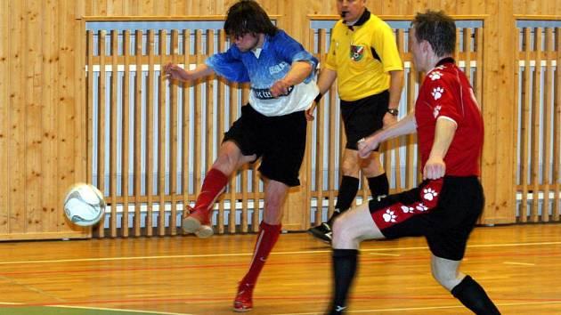 Ve čtvrtfinále KP futsalistů vstřelil jeden gól českolipského Continentalu do sítě Legnexu Jablonec obránce Zdich (vlevo)