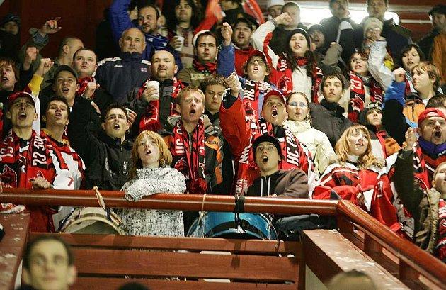 Bez hlasitého povzbuzování a v komorní atmosféře by se českolipským hokejistům asi nehrálo moc dobře.