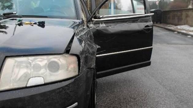Po nehodě u Stružnice zůstala na ukradeném voze škoda za nejméně 90 000 Kč.