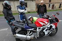 Alkohol, doklady a technický stav motocyklů projeli policisté na stanovišti v Deštné. V Dubé na motorkáře čekal radar.