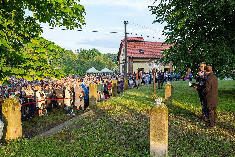 """Z akce """"Křišťálový chrám"""" v Kunraticích u Cvikova."""