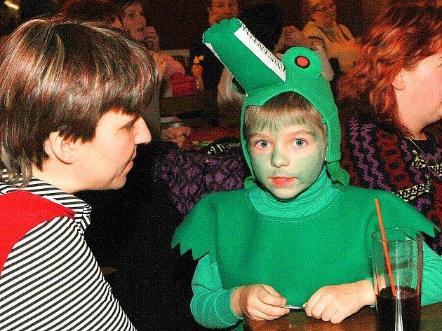 Vodníci, princezny, víly, skřítci a další masky si užily pěkné odpoledne v kulturním domě Ralsko v Mimoni.
