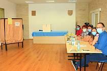 Místní referendum 19. 6. 2020 v Brništi. Foto z volební místnosti, která byla v prostorách Obecního úřadu v Brništi.