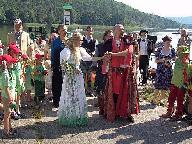 Pouť začne stejně jako v předchozích letech u přístaviště parníků ve Starých Splavech příjezdem Jezerní královny.