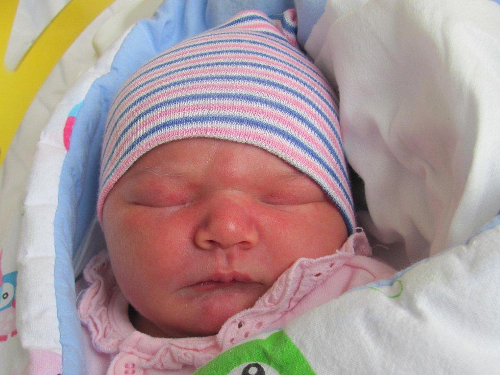 Rodičům Magdaleně a Tomášovi Karbanovým z Nového Boru se v neděli 9. dubna ve 21:36 hodin narodila dcera Barbora Karbanová. Měřila 52 cm a vážila 4,11 kg.