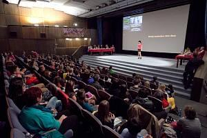 Finále soutěže se koná v sále kina Crystal..