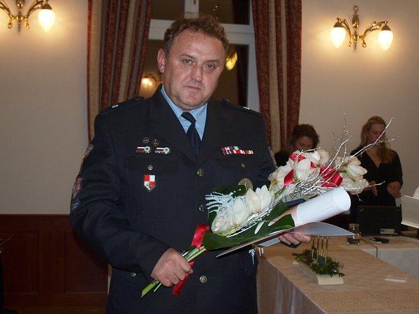 Poprvé starostka rovněž udělila poděkování za celoživotní práci voboru, které náleží policistovi Martinu Voskovi.