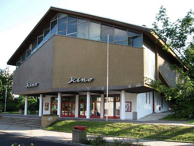 Architektonicky cenné kino Máj v Doksech. Mezi jeho hlavní tvůrce patří loni zesnulý Karel Hubáček.