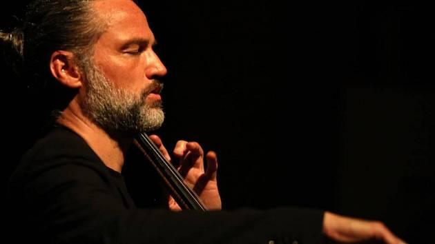 Jiří Bárta patří již od 90. let ke špičce violoncellistů své generace.