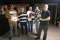 Sedmý ročník tradičního bowlingového turnaje Crystalex opanovali potřetí hráči týmu Kmenárna.
