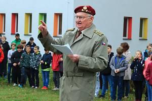 Veteráni druhé světové války, odbojáři, jejich pozůstalí i další hosté se na konci října sešli ve Stráži pod Ralskem na tradičním Memoriálu generálmajora Antonína Sochora.