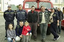 Posádka vozu Tatra 805, která obsolvovala závod S veterány Českolipskem 6.5. Hasiči ze Skalice u České Lípy – zprava velitel jednotky Jiří Havner,Milan Hňoupek, Martin Pohorský, Jan Krenický, Michal Klivický.