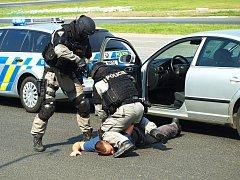 Den s policií na autodromu v Sosnové.