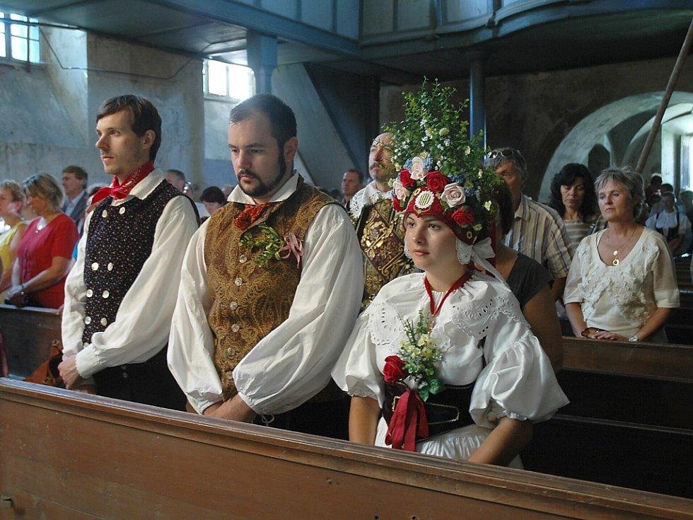 Dožínkovou slavnost v Brništi odstartovalo v sobotu v poledne Díkuvzdání Bohu za úrodu, které se konalo v kostele sv. Mikuláše nad návsí v Brništi.