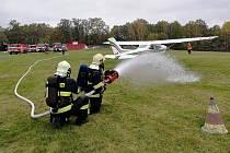 Českolipské hasiče čekalo ve středu speciální cvičení na letišti.