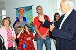 Známý dokumentarista a sběratel Milan Wolf, který provozuje filmové muzeum v pražské Branické ulici, vystavuje od soboty část svých sbírek v Mimoni. Výstava České hvězdy filmového plátna 1. republiky bude v Mimoni k vidění do 10. listopadu.