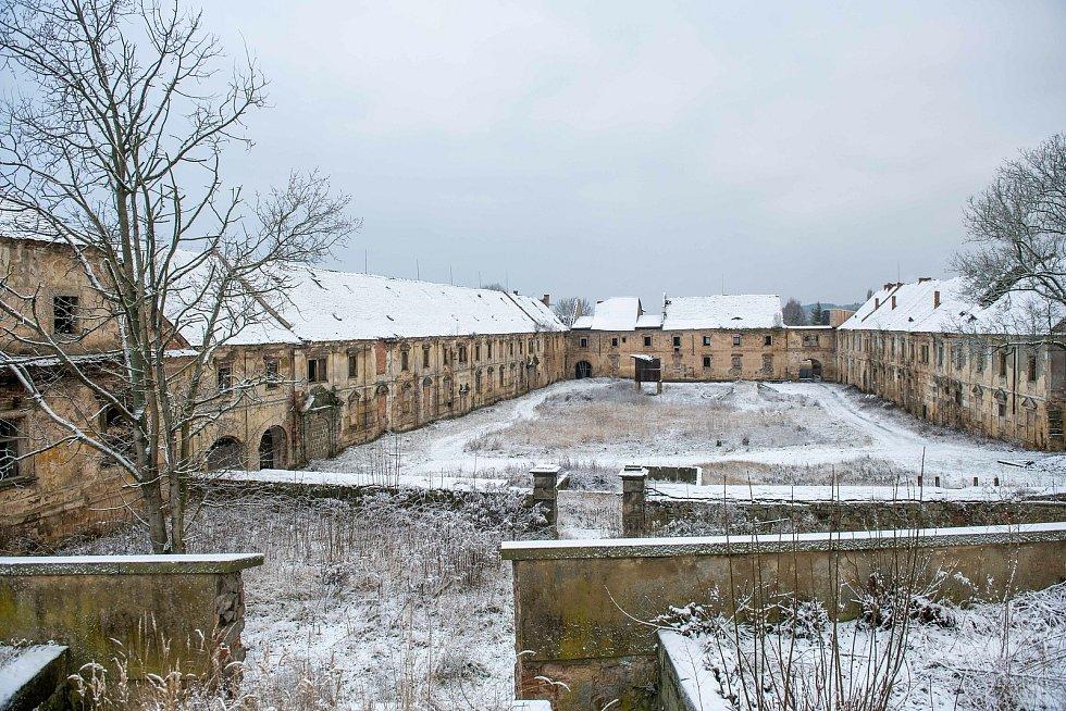 Rekonstrukce hospodářského dvoru na zámku Zákupy.