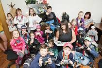 Dvaadvacet dětí si zpestřilo letní příměstský tábor při DDM Smetanka v Novém Boru návštěvou v redakci Českolipského deníku.