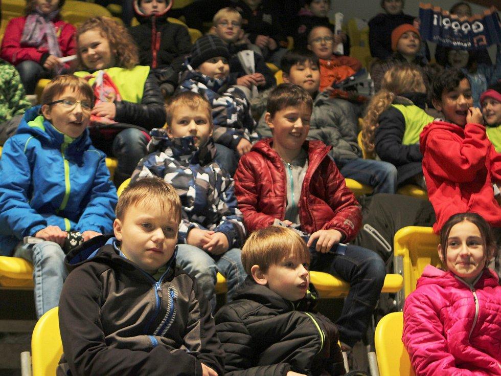 Ani stovky fanoušků z řad českolipských školáků nepomohly florbalistům FBC Česká Lípa v dalším utkání Superligy.
