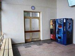 Čekárna na autobusovém nádraží v Boru je jako nová.