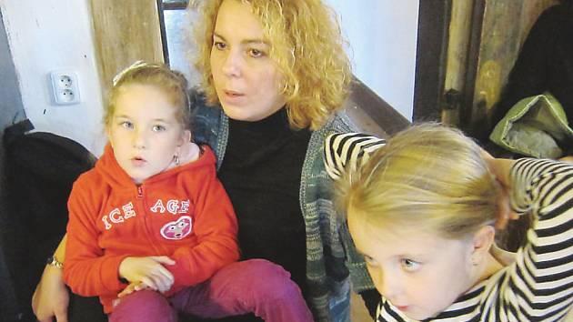 """Koordinátorka pěstounské péče novoborského sdružení Rodina v centru Dominika Babáková pomáhá pěstounským rodinám už tři roky. """"Moc si těch lidí vážím a mají můj respekt,"""" říká."""