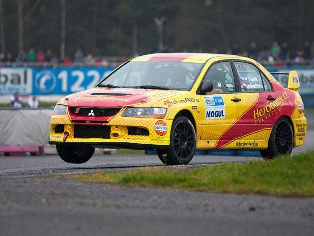 Diváci sledovali moderní techniku, která je v současné době k vidění v mistrovství světa WRC, ale i špičkové rallycrossaře a autokrosaře.