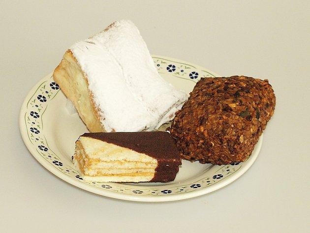 Oceněné produkty - štafetka bez lepku, buchta stvarohovou a povidlovou náplní a čistozrnný chlebík.