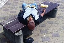 Opilí bezdomovci v centru města - v Lípě nic neobyvklého.