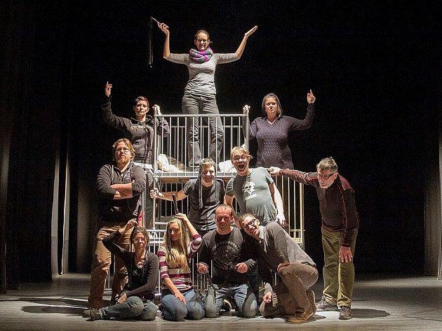 Divadelní klub Jirásek celou přehlídku připravil a dnes ji svým představením také odstartuje.