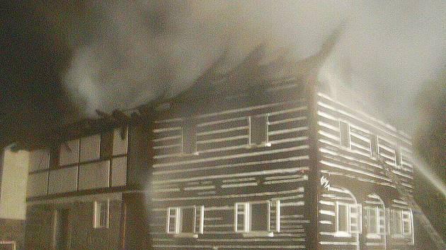 Roubenka, která hořela v úterý nad ránem, byla prázdná.
