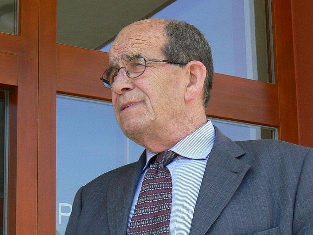 Ombudsman Otakar Motejl přijede, aby poradil, jak postupovat vůči majitelům bytů na Severu, společnosti Spobyt.
