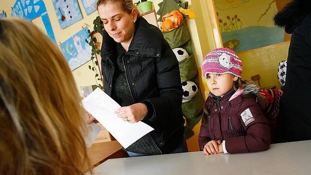 Na českolipských školách se konal zápis do prvních tříd. Snímky jsou ze škol na Slovance a Špičáku.