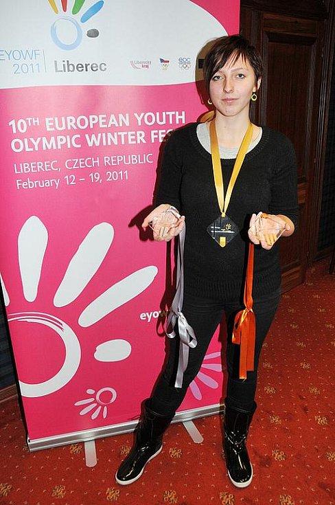 Zářící diamant budou připomínat medaile, které si rozdělí nejúspěšnější závodníci na evropské olympiádě mládeže (EYOWF) 2011 v Libereckém kraji. Jejich autorkou je studentka Vyšší odborné školy sklářské v Novém Boru Barbora Hrubá.