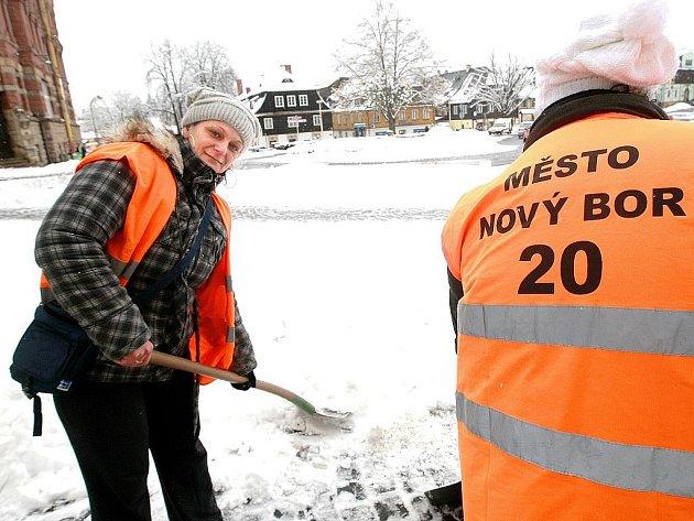 Třicítka novoborských občanů, kteří vykonávají veřejně prospěšné práce, má smlouvu do konce února.