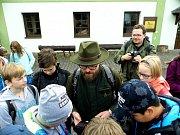 Jako první aplikaci otestovali studenti primy z Gymnázia v Mimoni. Na dobrodružnou cestu Ralskem se vydali ve čtvrtek v doprovodu lesních pedagogů VLS.