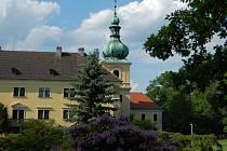 Park u dokského zámku.