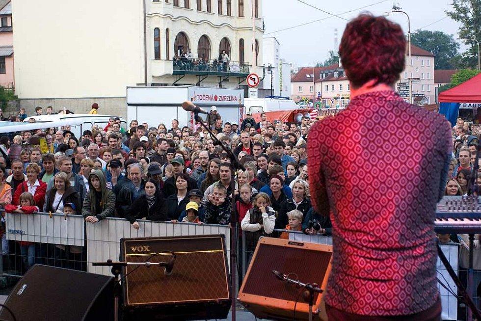 O páteční zahájení Městských slavností v České Lípě se postarala skupina MIG 21.