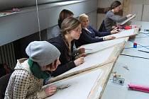 Střední uměleckoprůmyslová škola sklářská v Kamenickém Šenově hostí každoročně také řadu stážistů ze zahraničí.