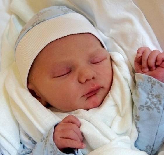 Rodičům Žanetě Fajtové a Petru Havlovi z Příšovic se ve čtvrtek 1. července narodil syn Petr Havel. Měřil 46 cm a vážil 2,98 kg.
