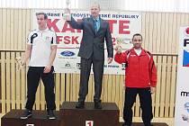 Vítězný pohár pozvedl Pavel Znamenáček.
