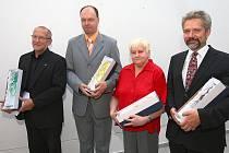 Křišťálové plastiky v sobotu převzali (zleva) Milan Kubát, Martin Aschenbrenner, Irena Hájková a Martin Hrdlička.