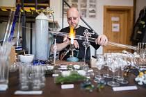 Výjimečným zážitkem byla návštěva sklárny Pačinek Glass, jež je významným aktérem na světové sklářské scéně.