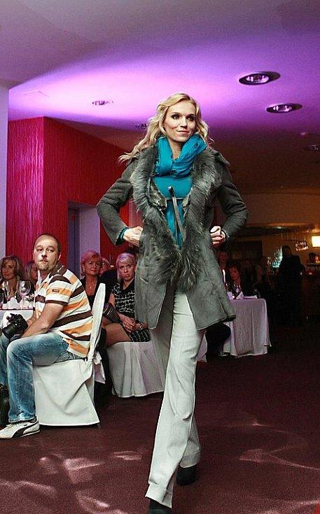 Dobročinná fashion show v Novém Boru.