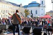 Sobotní program sympozia otevřel dveře skláren široké veřejnosti a nabídl tradiční Sklářské slavnosti.