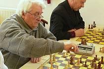 Vítěz miniturnaje v rapid šachu Golcman (na snímku) je v průběžném pořadí hlavního turnaje druhý.