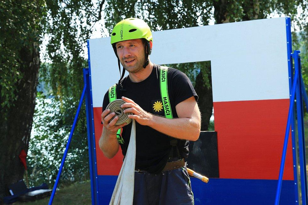 Hasičské soutěže ve Stráži se zúčastnilo 16 družstev.