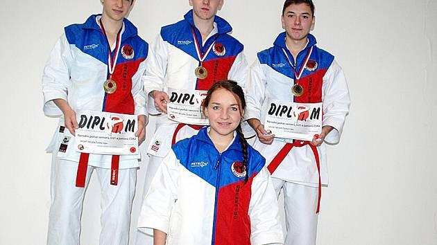Junioři z karate klubu Sport Relax, kteří usilují o nominaci na MČR (Lukáš Pevný, Milan Zítko, Kryštof Zlatohlávek, Markéta Nováková na snímku).