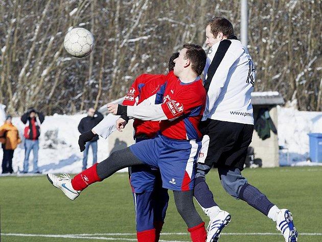 Zahrádky prohrály ve 2. kole zimního turnaje na umělé trávě v Novém Boru s Horní Policí.