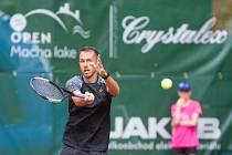 Dlouholetý český reprezentant Lukáš Rosol je v semifinále turnaje Macha Lake Open.